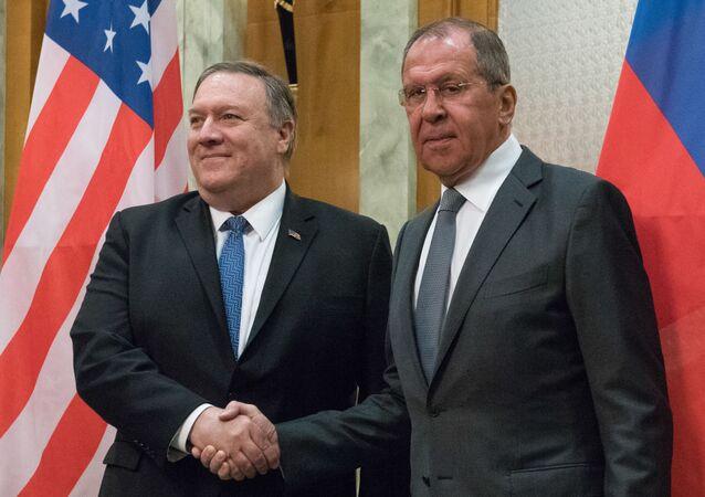 Il segretario di Stato statunitense Mike Pompeo e il ministro degli Esteri russo Sergey Lavrov (foto d'archivio)