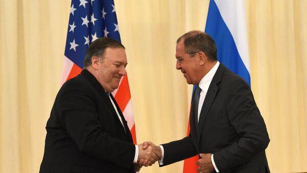 Il Segretario di Stato statunitense Mike Pompeo e il Ministro degli Esteri russo Sergey Lavrov - Sputnik Italia