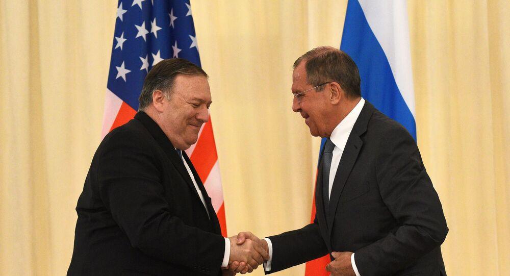 Segretario di Stato statunitense Mike Pompeo e ministro degli Esteri russo Sergey Lavrov (foto d'archivio)