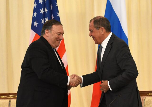 Il Segretario di Stato statunitense Mike Pompeo e il Ministro degli Esteri russo Sergey Lavrov
