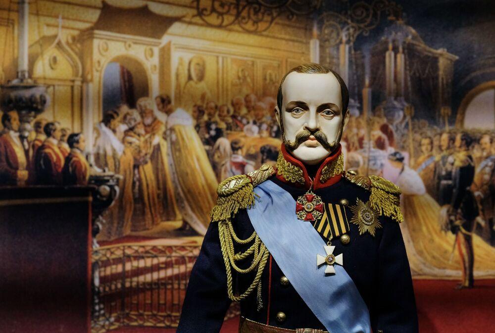 Una bambola dell'Imperatore Alessandro II, presentata nella mostra I monarchi russi. Le pagine della storia, Mosca