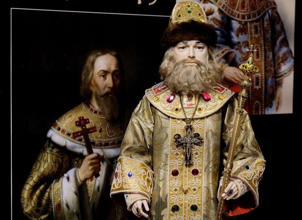 Una bambola di Alessio I Romanov alla mostra I monarchi russi. Le pagine della storia a Mosca