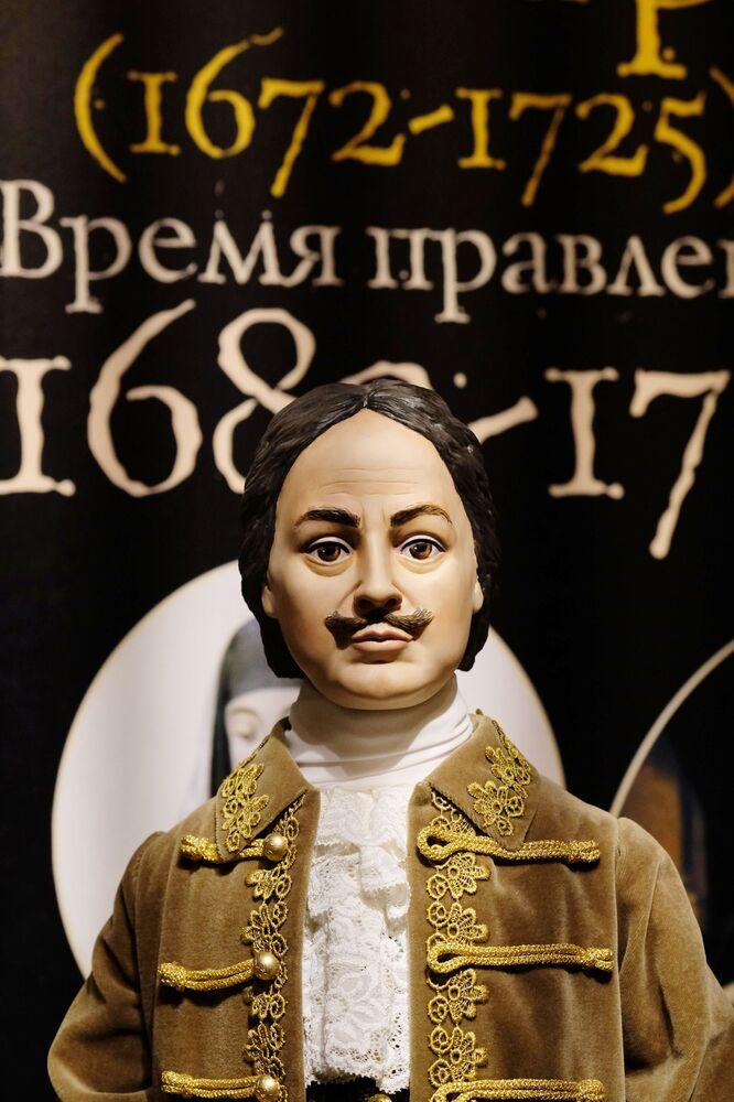 Una bambola di Pietro il Grande alla mostra I monarchi russi. Le pagine della storia a Mosca