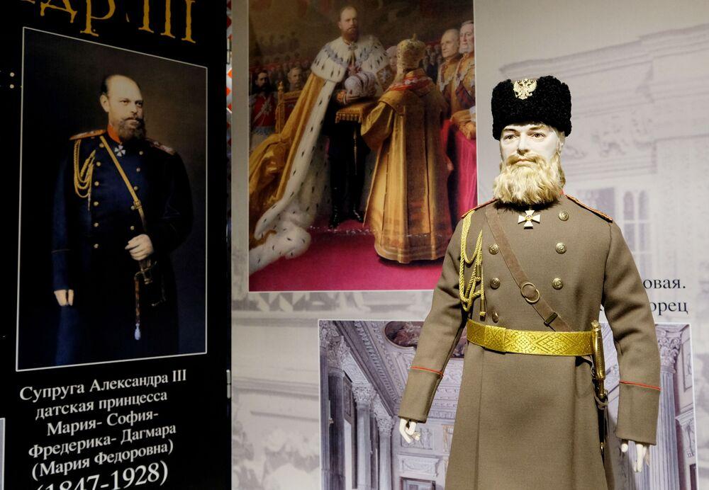 Una bambola di Alessandro III Romanov alla mostra I monarchi russi. Le pagine della storia a Mosca