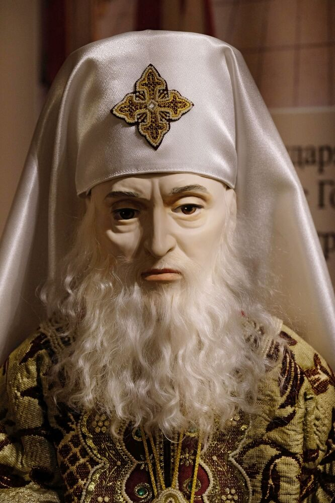 Una bambola del Patriarca Filarete alla mostra I monarchi russi. Le pagine della storia a Mosca