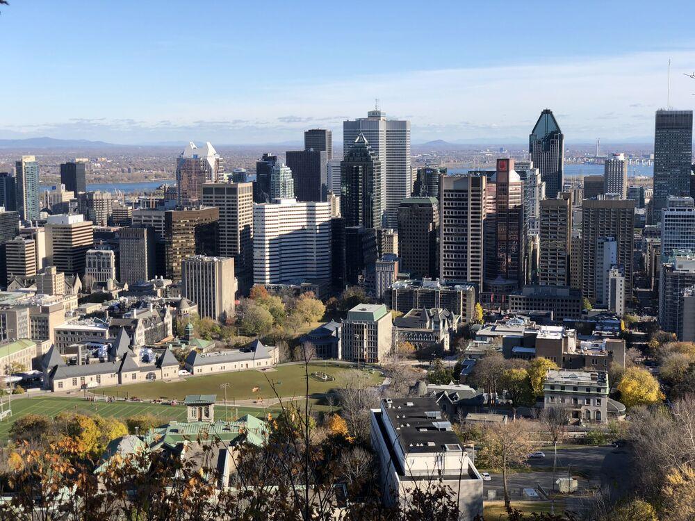 Una vista spettacolare su Montreal (Quebec) dall'omonima collina