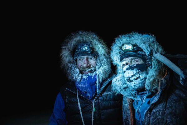 I due esploratori Mike Horn e Borge Ousland l'8 dicembre 2019 dopo l'arrivo alla rompighiaccio Lance nelle acque norvegesi del Mar Glaciale Artico - Sputnik Italia
