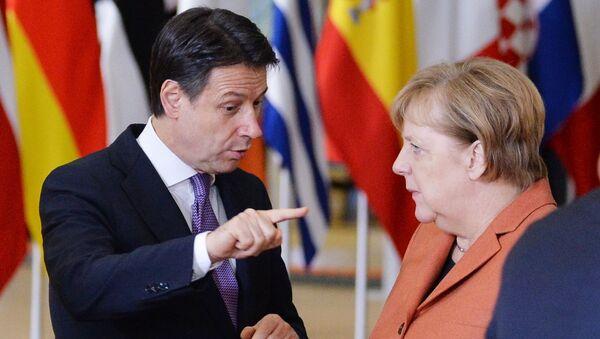 Giuseppe Conte e Angela Merkel - Sputnik Italia