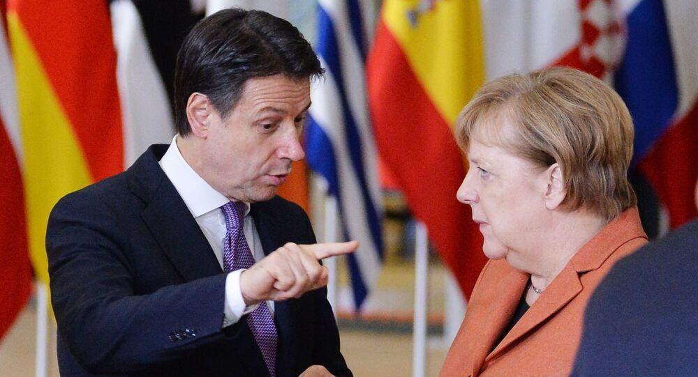Giuseppe Conte e Angela Merkel (foto d'archivio)