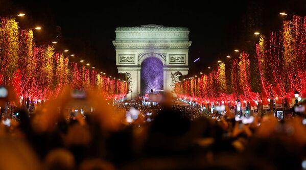 Uno spettacolo di luci a Parigi. - Sputnik Italia