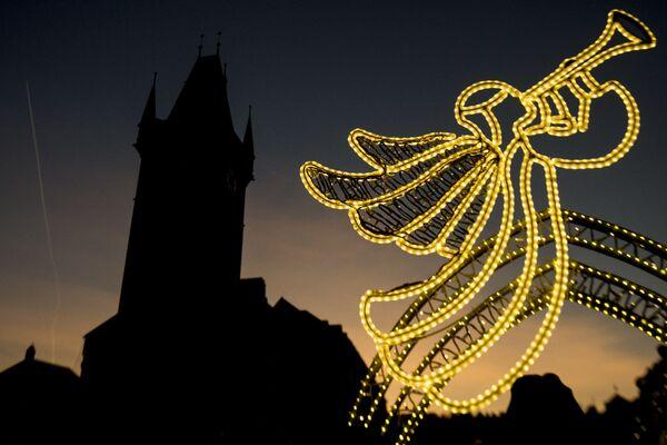 Decorazioni natalizie a Praga. - Sputnik Italia