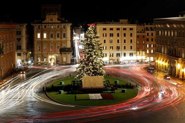 L'abete di Natale nella piazza di Venezia a Roma. - Sputnik Italia
