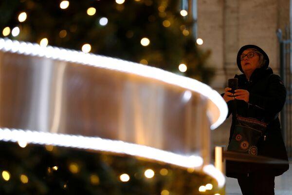 Un albero di Natale nella Galleria Colonna a Roma. - Sputnik Italia
