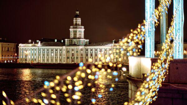 Il museo della Kunstkamera visto dal ponte del Palazzo a San Pietroburgo - Sputnik Italia