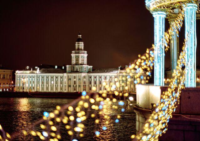 Il museo della Kunstkamera visto dal ponte del Palazzo a San Pietroburgo