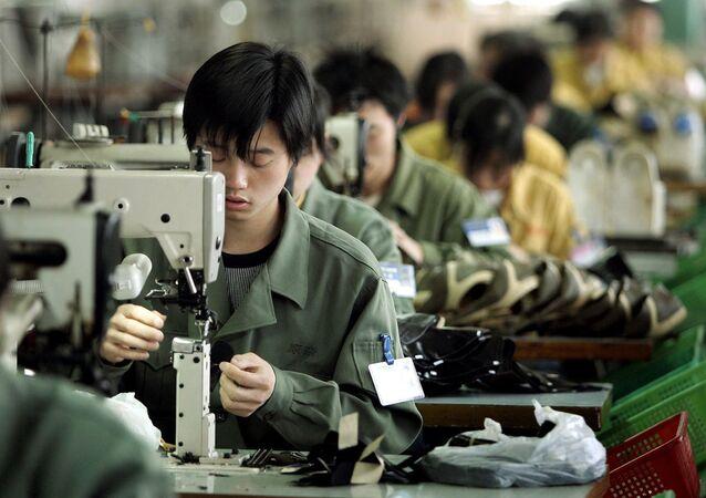Gli operai di una fabbrica cinese