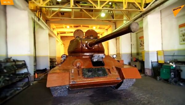 Restaurato un carro armato T-34 nel suo 80° anniversario - Sputnik Italia