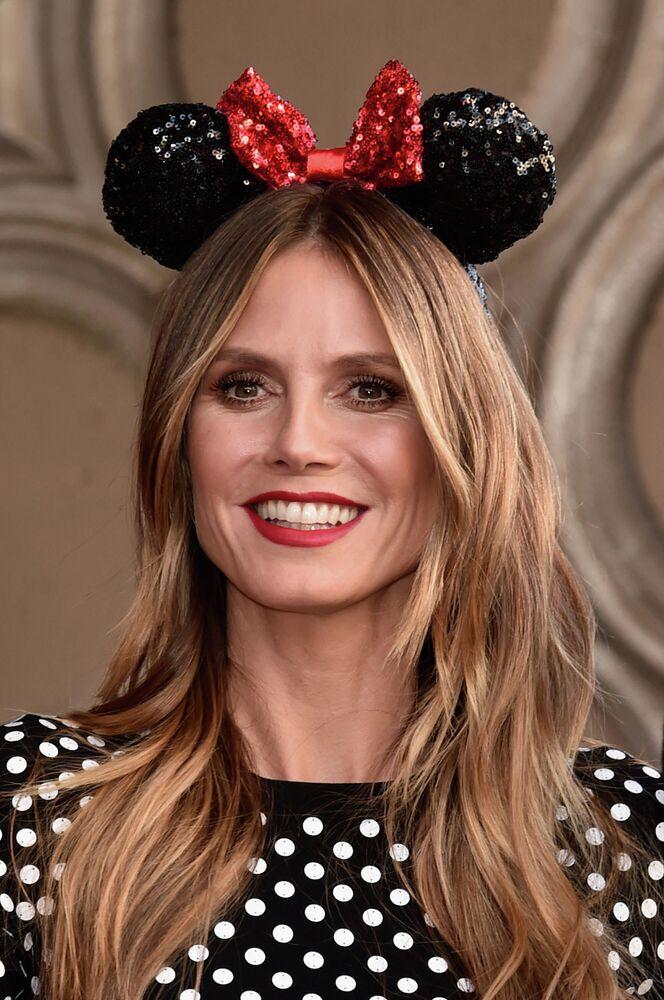 La modella tedesca Heidi Klum durante una cerimonia in onore del 90° anniversario di Minnie Mouse di Disney sulla Hollywood Walk of Fame.