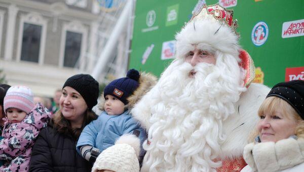 Il Babbo Natale con i bambini - Sputnik Italia