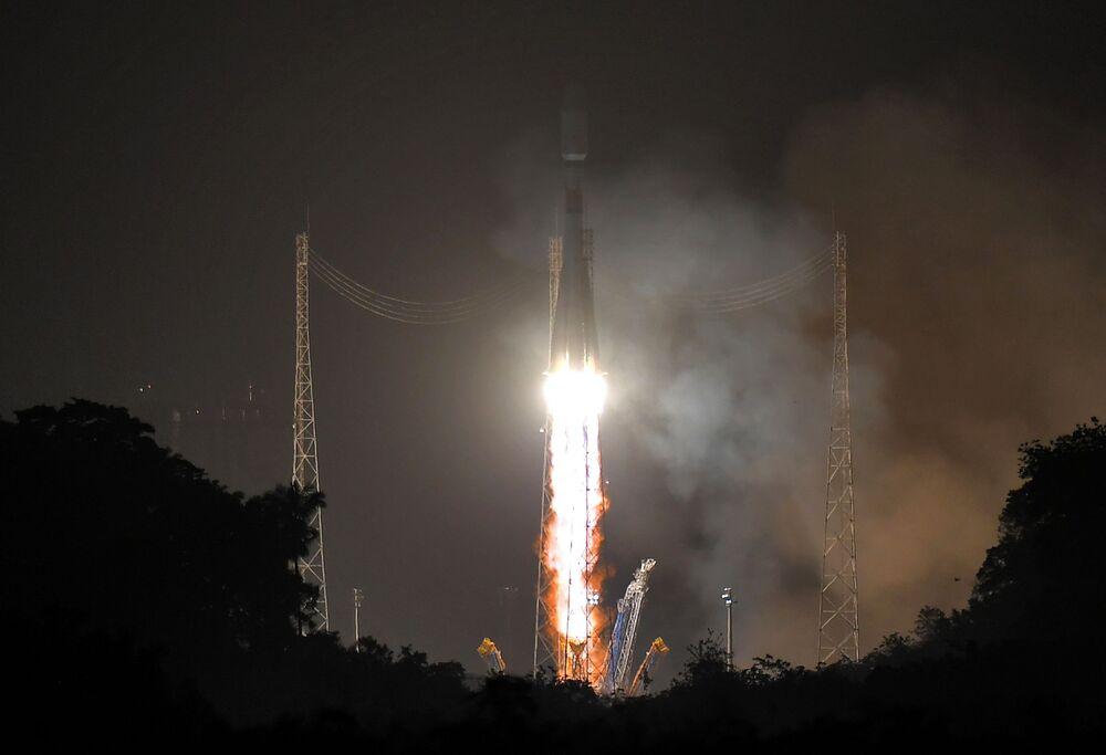 Tutti e cinque i satelliti europei si sono separati con successo dal razzo vettore Soyuz-ST lanciato dal centro spaziale di Kourou nella Guyana francese