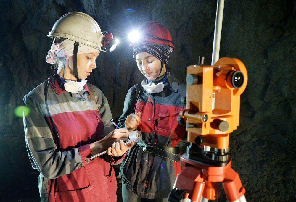 Geologe nelle miniere di Gaj nella regione di Orenburg, Russia