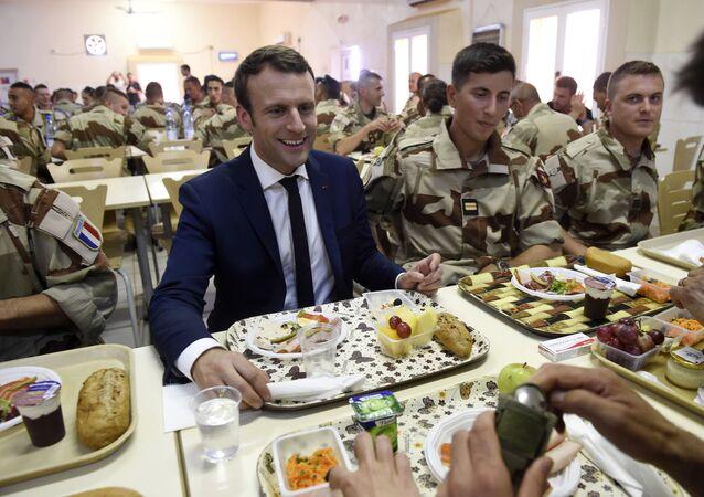 Macron e militari francesi