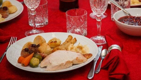 Tavola imbandita per il pranzo di Natale - Sputnik Italia