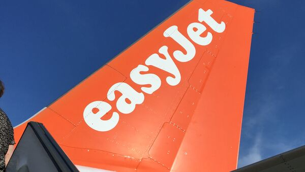 An Airbus in British airline EasyJet livery is pictured on July 3, 2015 on the tarmac at the Lille-Lesquin airport, northern France. - Sputnik Italia