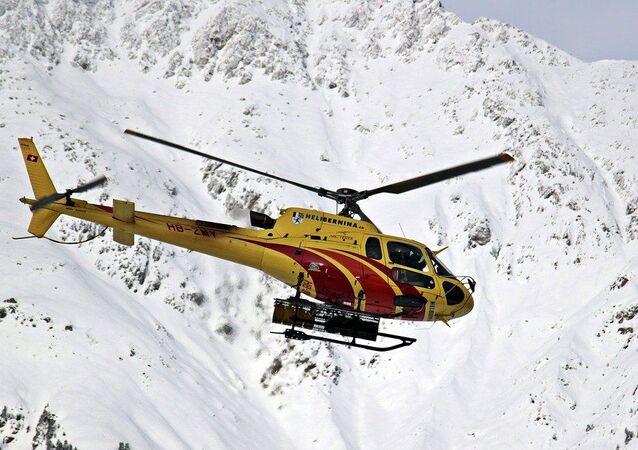 Elicottero di soccorso in montagna