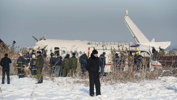 Kazakistan, aereo precipita subito dopo il decollo ad Almaty (27.12.19) - Sputnik Italia