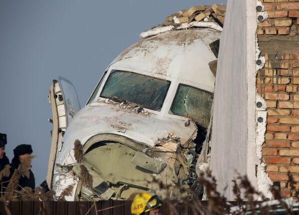 L'aereo passeggeri Fokker 100 precipitato in Kazakistan. - Sputnik Italia