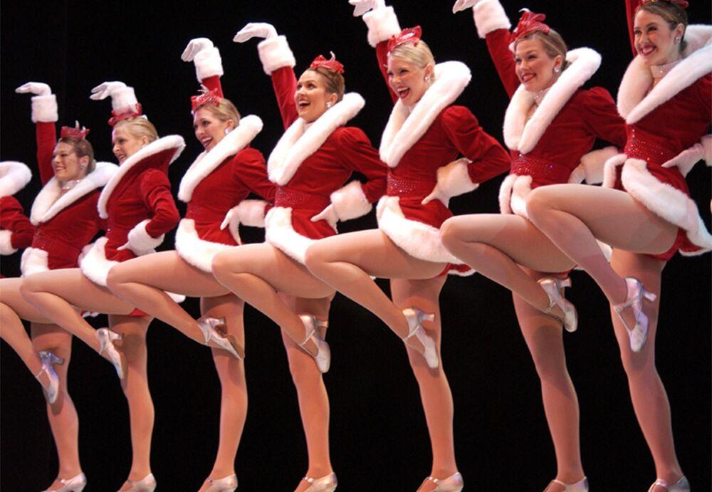 La compagnia americana di danza femminile The Rockettes si esibisce a Boston, USA