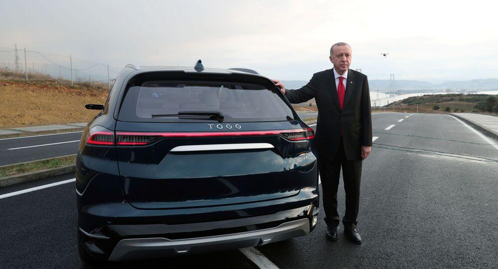 Erdogan durante la presentazione dell'auto elettrica turca TOGG
