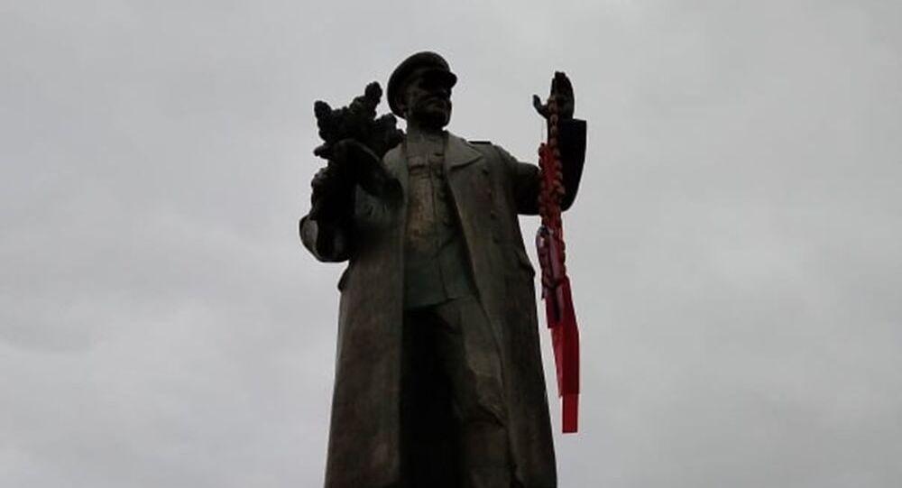 Statua profanata del maresciallo Konev