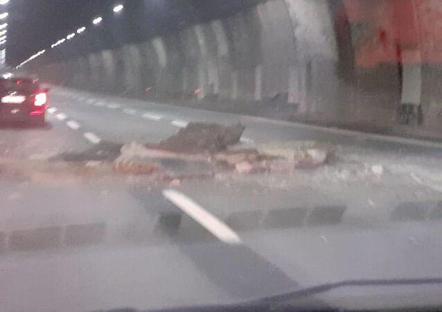 Crollo calcinacci su galleria autostradale A26 in direzione Genova