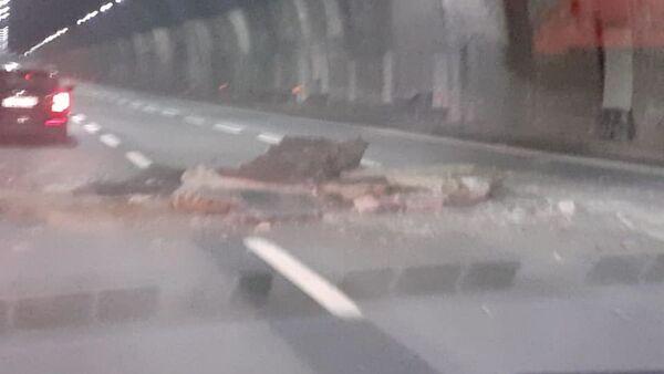 Crollo calcinacci su galleria autostradale A26 in direzione Genova - Sputnik Italia