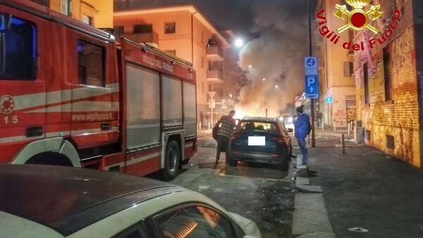 Vigili del fuoco aggrediti a Milano - Sputnik Italia