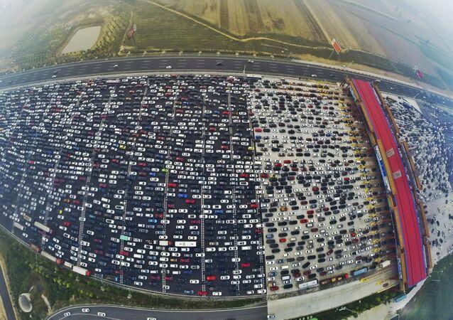 Traffico congestionato alle porte di Pechino