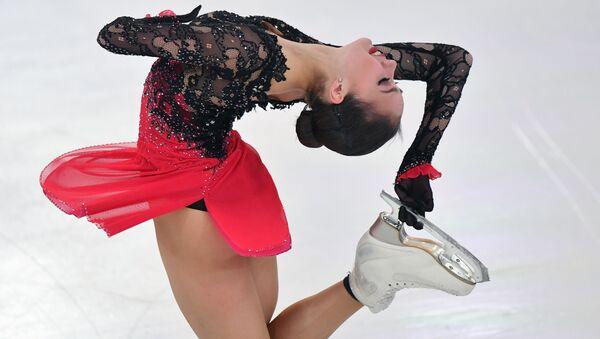 Alina Zagitova esegue il suo numero durante il Campionato russo di pattinaggio artistico nella città di Saransk - Sputnik Italia