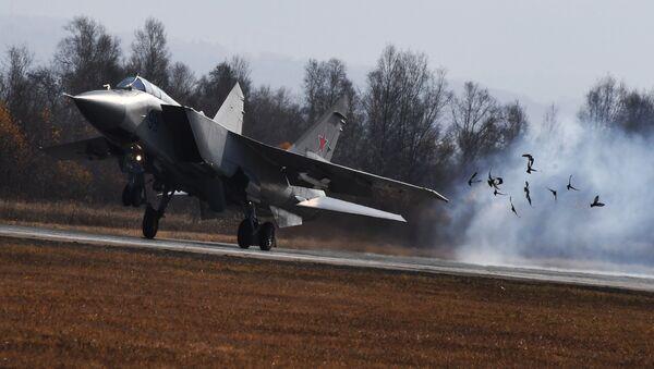 Un MiG-25 durante delle esercitazioni - Sputnik Italia