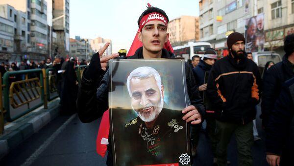 Migliaia in piazza a Teheran per rendere omaggio al comandante Soleimani - Sputnik Italia