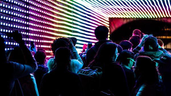 Ragazzi in discoteca - Sputnik Italia