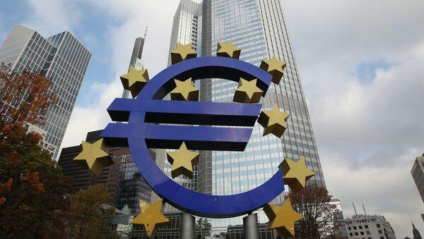 Logo euro e BCE, fautrice delle politiche di austerity - Sputnik Italia