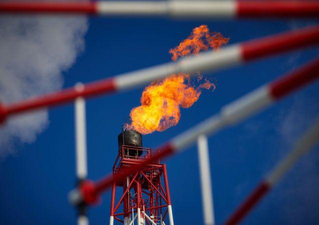 """Le sanzioni contro i progetti sulle piattaforme sono pienamente in vigore: l'esempio più eclatante è il congelamento del partenariato tra Rosneft e l'americana """"ExxonMobil""""."""