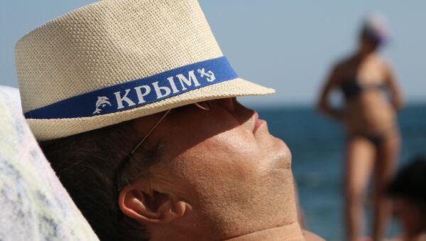 Un villeggiante in Crimea - Sputnik Italia