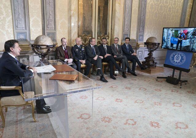 Il video collegamento tra il premier Conte e l'astronauta Parmitano