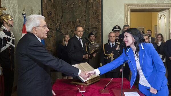 Giuramento del neo Ministro dell'Istruzione Lucia Azzolina davanti a Sergio Mattarella e Giuseppe Conte - Sputnik Italia