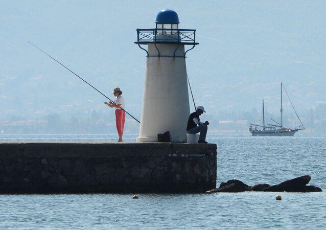 Gente a pesca