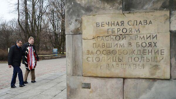 Monumento in onore dei caduti dell'Armata Rossa a Varsavia - Sputnik Italia