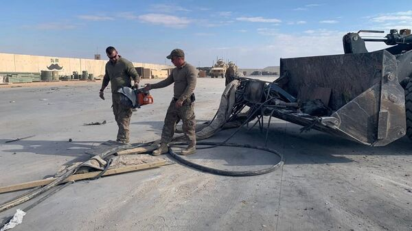 Американские военные чистят военную базу Эйн-аль-Асад после обстрела в Ираке - Sputnik Italia